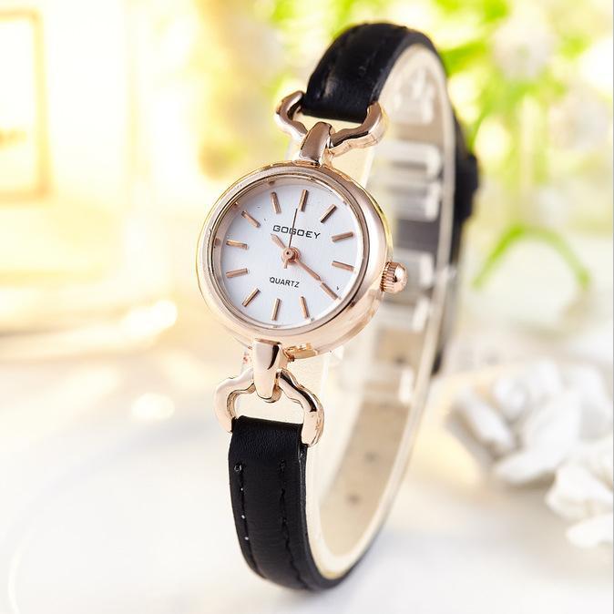 2dc10dd28bb Compre Nova Marca De Luxo Mulheres Relógios 2018 Moda Elegante Mini Relógio  De Quartzo Pequeno Ocasional Senhora Relógio De Pulso Para O Relógio  Feminino ...