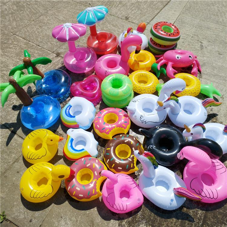 Giocattoli gonfiabili galleggianti Drink Cup Holder Bevanda Party Ciambella unicorno Flamingo Anguria Limone Coconut Tree Ananas a forma di piscina Giocattoli