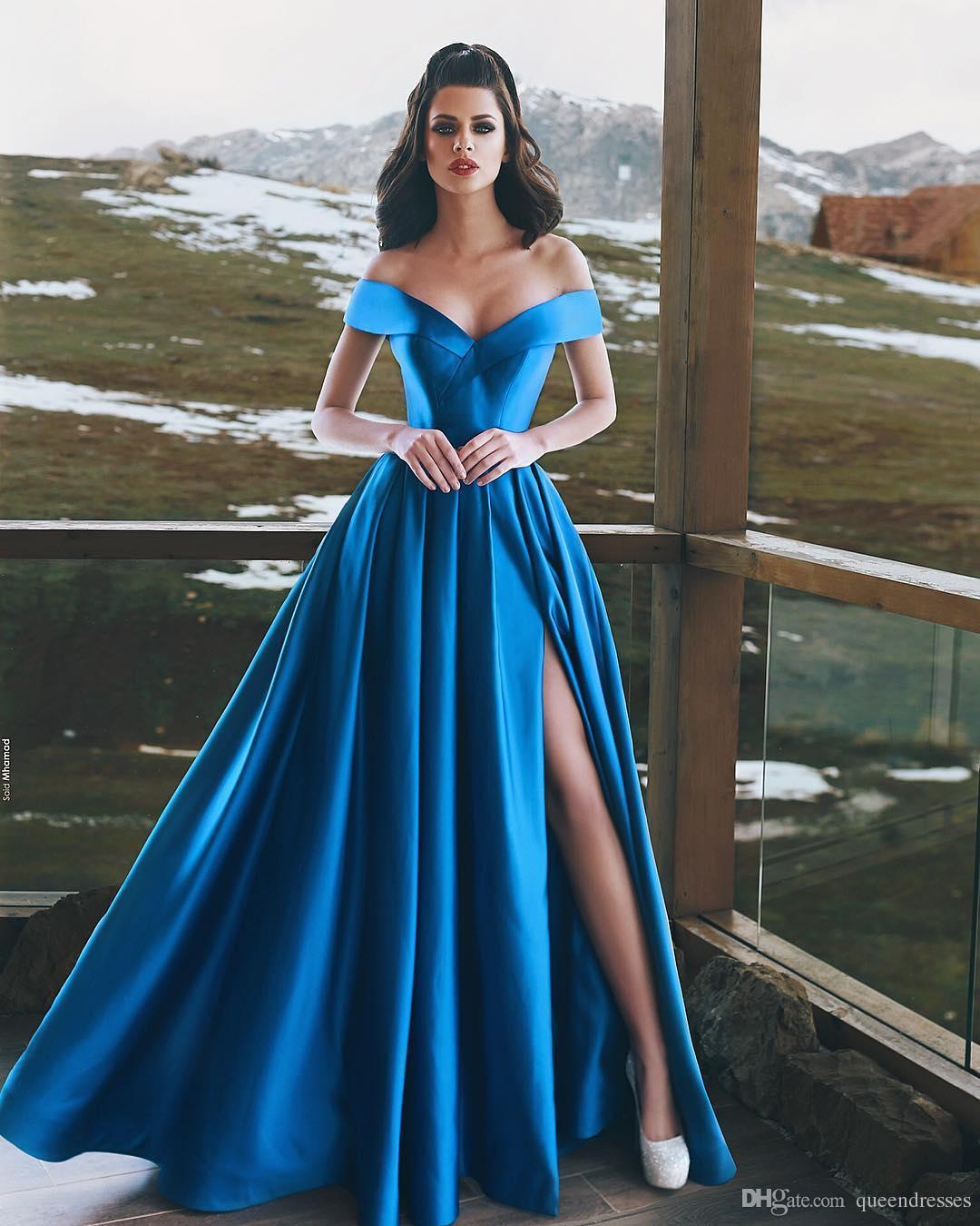 82359ab888 Vestidos Madrinha Simples Azul Royal Vestidos De Noite Longo Fora Do Ombro  Cap Manga Uma Linha Dividir Andar De Comprimento De Cetim Vestidos De Noite  ...