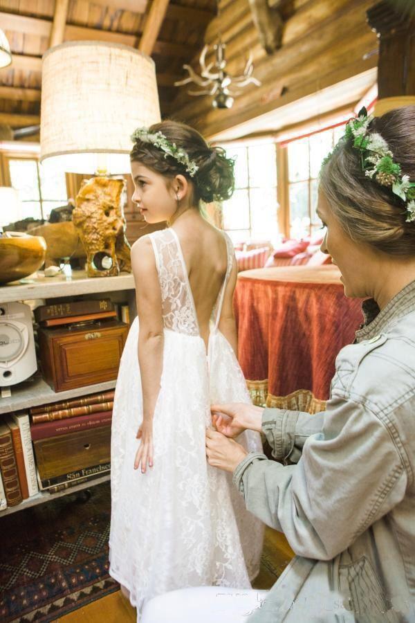 2017 Lovely White Lace Chiffon Boho Vestidos de niña de las flores Princess Crew Neck Una línea Cheap Kids Vestidos de desgaste formal para fiestas de cumpleaños Bodas