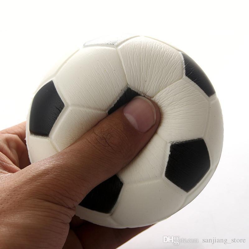Kawii Squishy Fútbol Fútbol Voleibol Decompressoin Juguetes Lindo PU Apretón suave Levantamiento lento Correas de teléfono Colgante Pelota deportiva Divertido Juguete para niños Nuevo