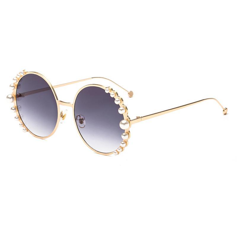Compre Gafas De Sol Para Mujer Nuevo 2018 Marca De Lujo Marco Redondo  Diseño De Perlas Espectáculos De Moda Lentes De Sol Mujer Oculos Feminino  Hot L5 A ... cd3d289452e9
