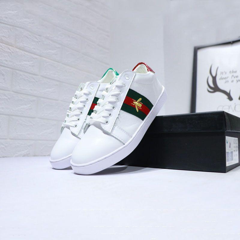 Compre 2018 Pequenos Novos Homens Designer De Pequenos 2018 Sapatos Brancos Cabeça b0116f