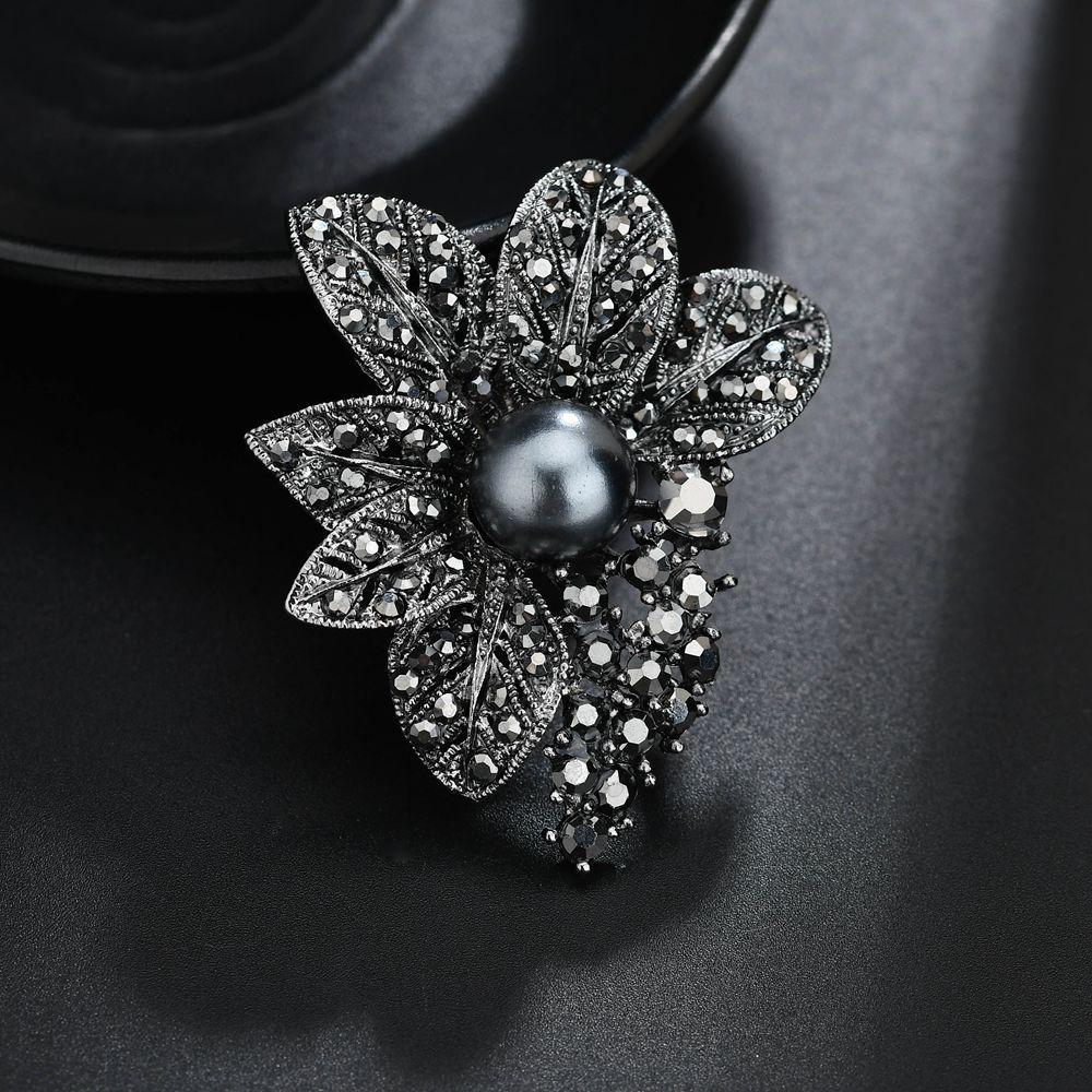 2019 Terreau Kathy Retro Style Gun Black Rhinestones Brooches   Pins  Simulated Pearl Leaf Shape Brooch For Women Vintage Scarf Jewelr From  Kuanbao fa50d483918b