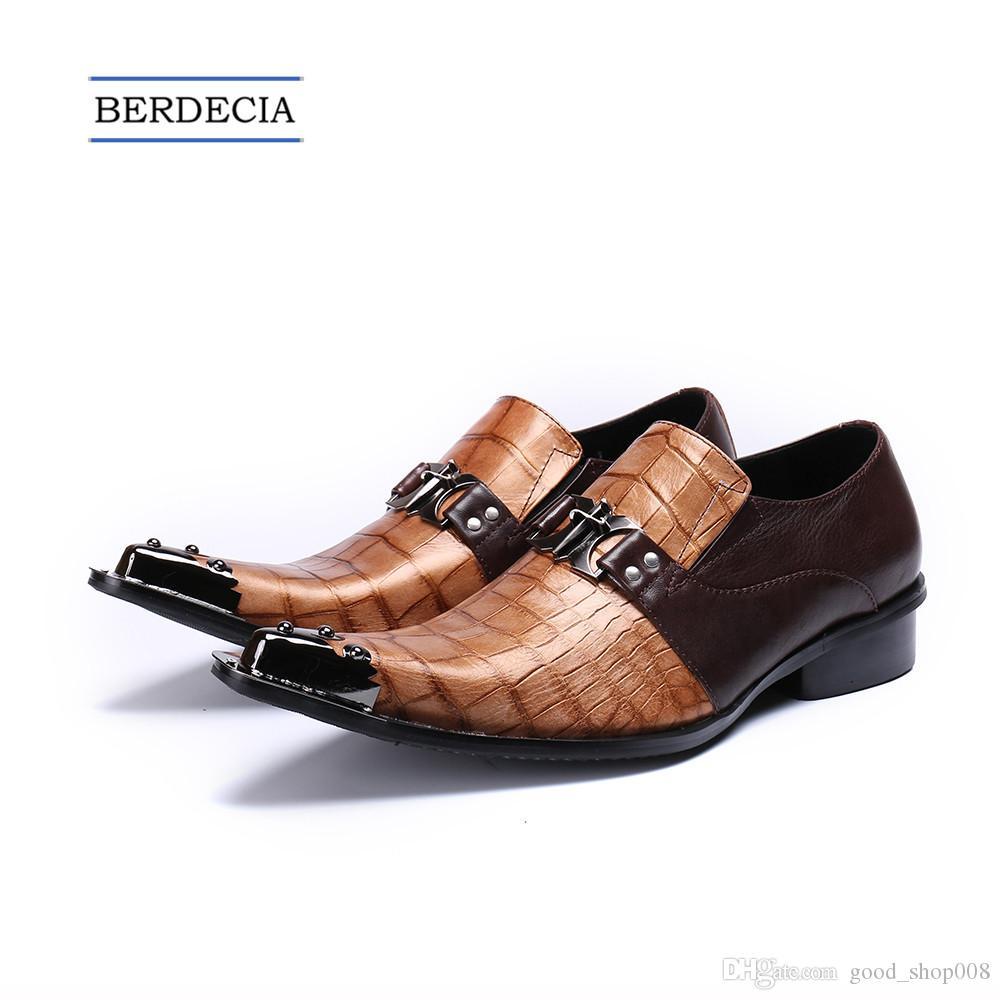 d82ae27616 Compre 2018 Marca De Moda De Luxo Homens Italianos Sapatos De Couro Genuíno  Rebites Apontou Toe Homens Se Vestem Sapatos De Casamento Escritório Homens  ...