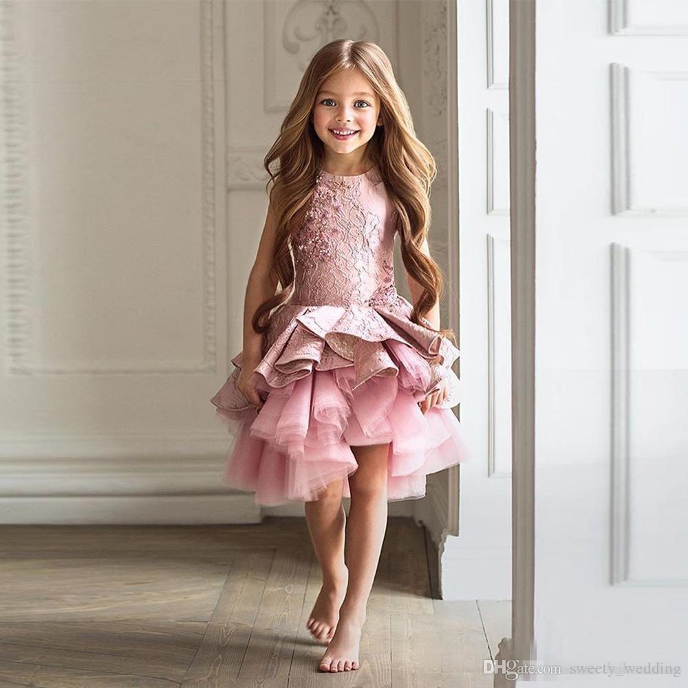 6c214a61873ba Acheter Superbe Robe De Demoiselle Rose Pour Tout Petits Pour Le Mariage  2018 A Ligne Longueur Genou Robe De Concours De Beauté De Noël Volants Fille  Robe ...
