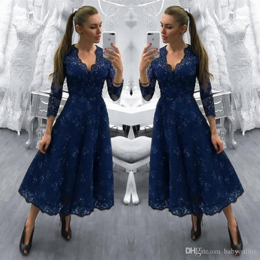 Modest 2018 Dark Navy Lace Mother of Bride Groom Dresses Tea Length A Line V Neck Vintage Long Sleeves Cocktail Evening Prom Gowns