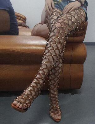 2018 Sexy Toe Aberto Cortar Sapatos de Verão Mulher Rebite Cravejado Gladiador Sandálias de Inicialização Stiletto Salto Alto Coxa Botas Altas Sobre O Joelho