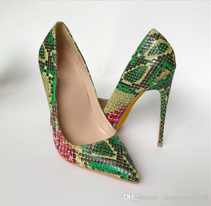 Bombas de mujer negra Zapatos de serpiente Mujer Zapatos de tacón alto con punta en color rojo Zapatos de novia de diseñador de lujo Zapatos Tacones altos atractivos 35-44