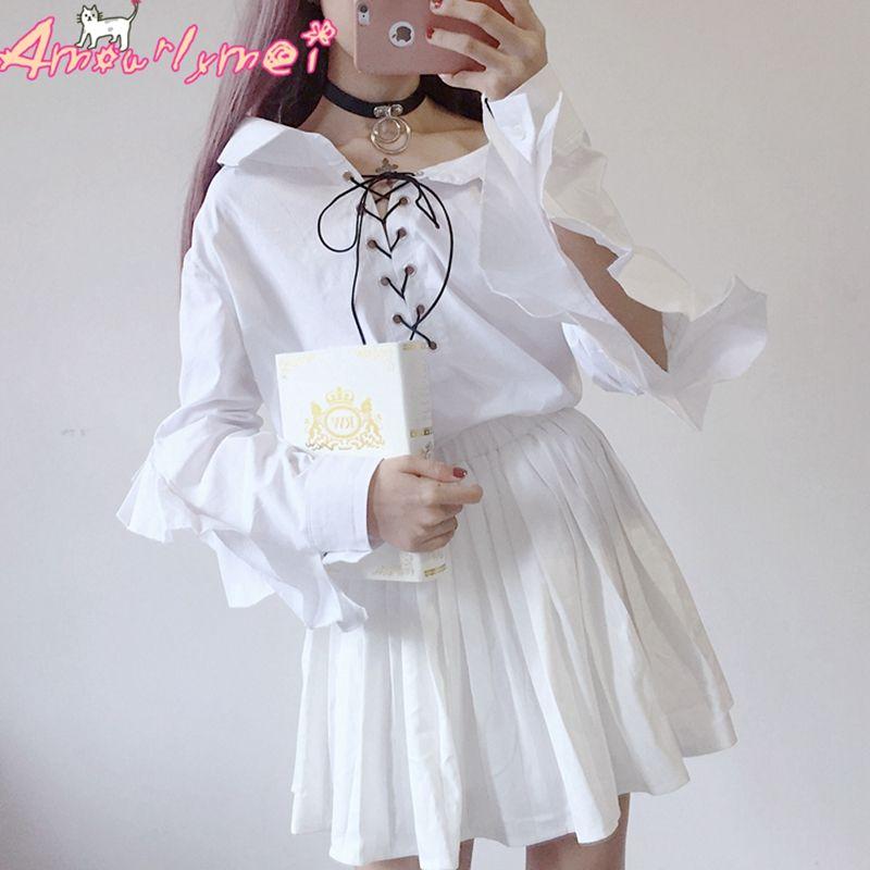 9cee67759 Compre Montão Blusas Camisas Kawaii Lolita Camisa Mulheres Blusa Turn Down  Collar Lace Up Borboleta Manga Babados Camisa Branca Bonito .