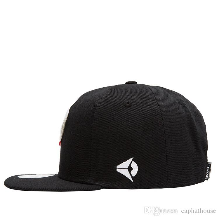 2018 new fashion for men and woven street dance cap and base ball cap skull embroidery black color