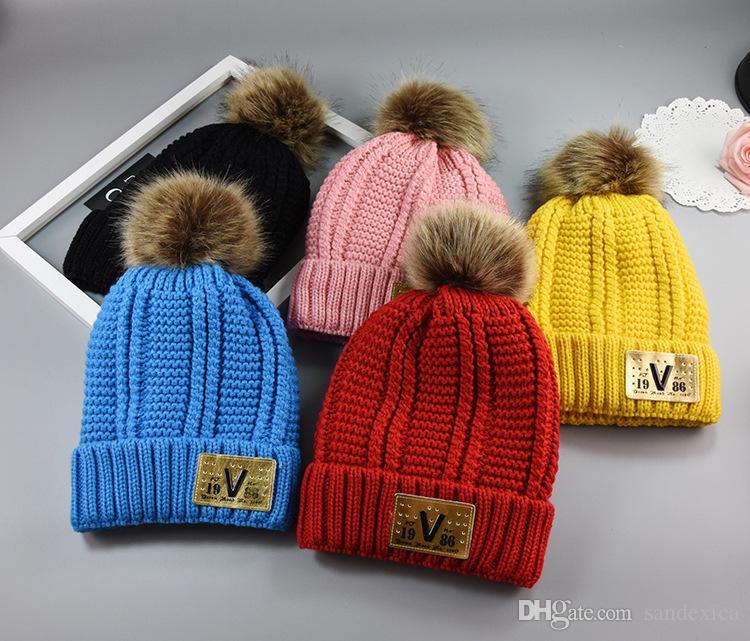 Бесплатная доставка унисекс зимняя детская шляпа и Scaf набор милый Вязание крючком вязаные шапочки шапки ушанки для детей Дети шеи теплее Skullies