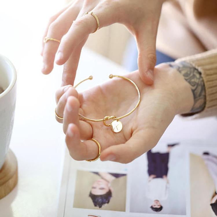 Charme Nó Pulseiras Para As Mulheres Simples Vento DIY Pulseira Personalizado Atado Pulseira Amor Pulseiras Tie Bangles Com A-Z Pouco Encantos