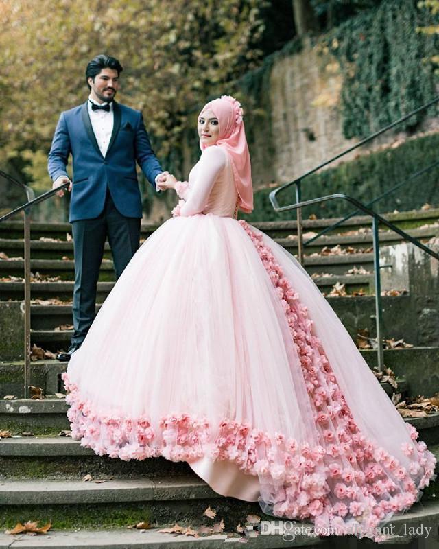 Moderne rosa Tüll handgemachte Blumen Muslim A Line Brautkleider 2018 lange Ärmel Kapelle Zug Saudi-Arabien Bridal Party Kleider billig