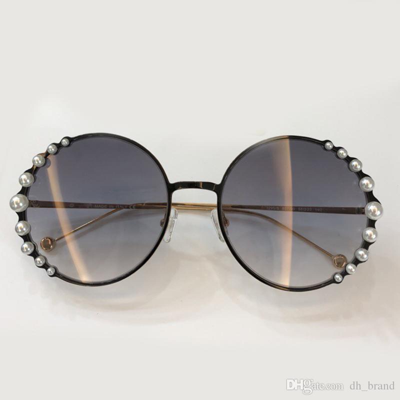 5cd606fd6 Compre Rodada Armação De Metal Pérolas Patchwork Óculos De Sol Feminino  2018 Oval Marca Designer Gradiente Óculos De Sol Das Mulheres Big Frame  Óculos De ...