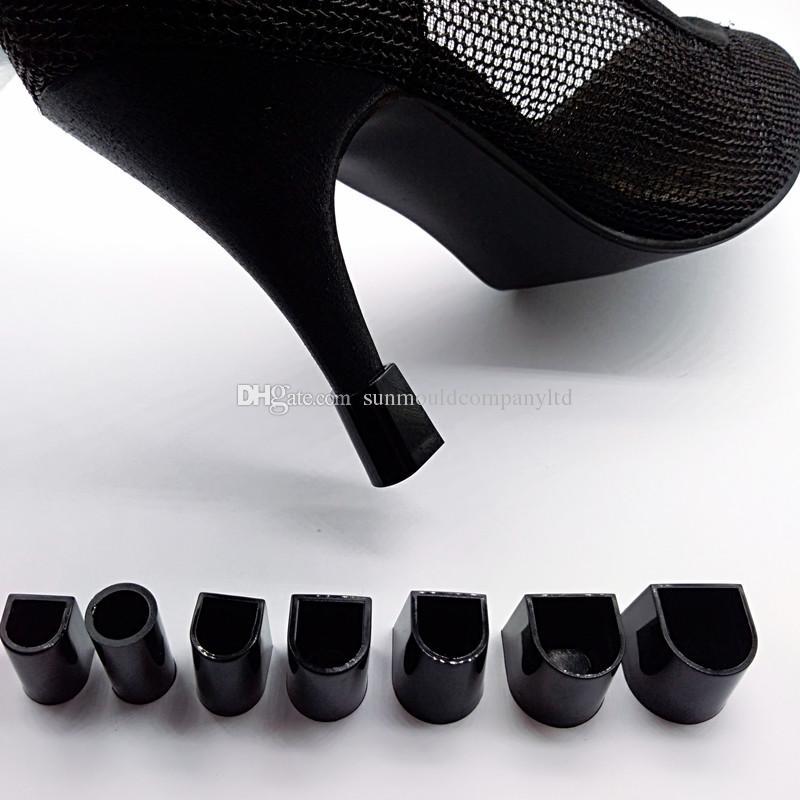 I pattini neri di ballo della donna dei fermi dei talloni di taconi dei protettori di tacchi alti del nero di dimensione 7 liberano il trasporto