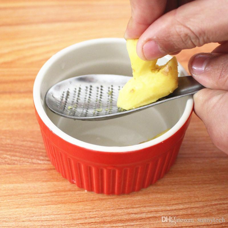 Cozinha de Aço Inoxidável Limão Zester Mixer Ralador de Gengibre Wasabi Alho Ferramentas de Moagem Ralador De Queijo Rolo De Mistura Colher LZ1251