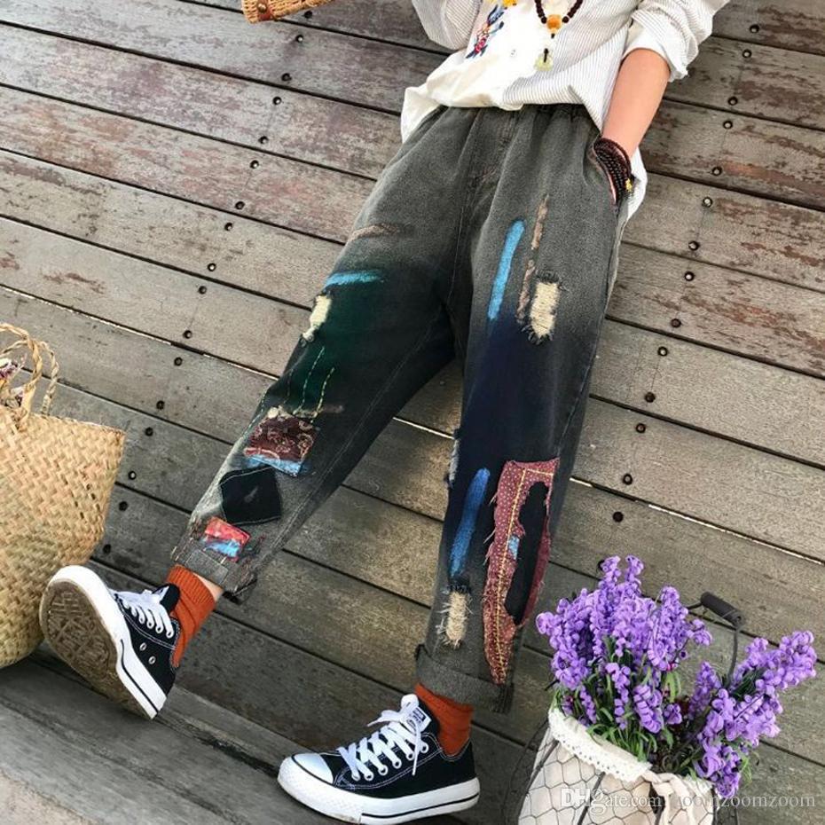 Compre Harem Jeans Pantalones De Mezclilla Pantalones Sueltos Para Las  Mujeres Pintadas Parches Rasgados Tamaño Grande Lindo Moda Casual American  2018 80216 ... 9647c43f31b8