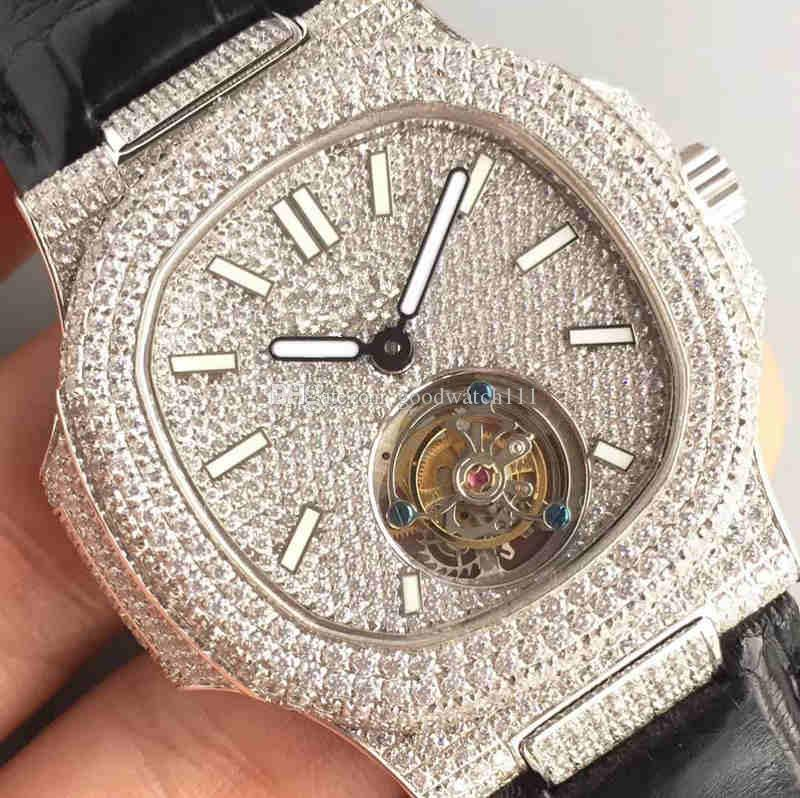 R8 presents a luxury men's mechanical watch. Equipped with a crocodile leather strap. 18K white gold Schroeverer drill. Sapphire mirror.