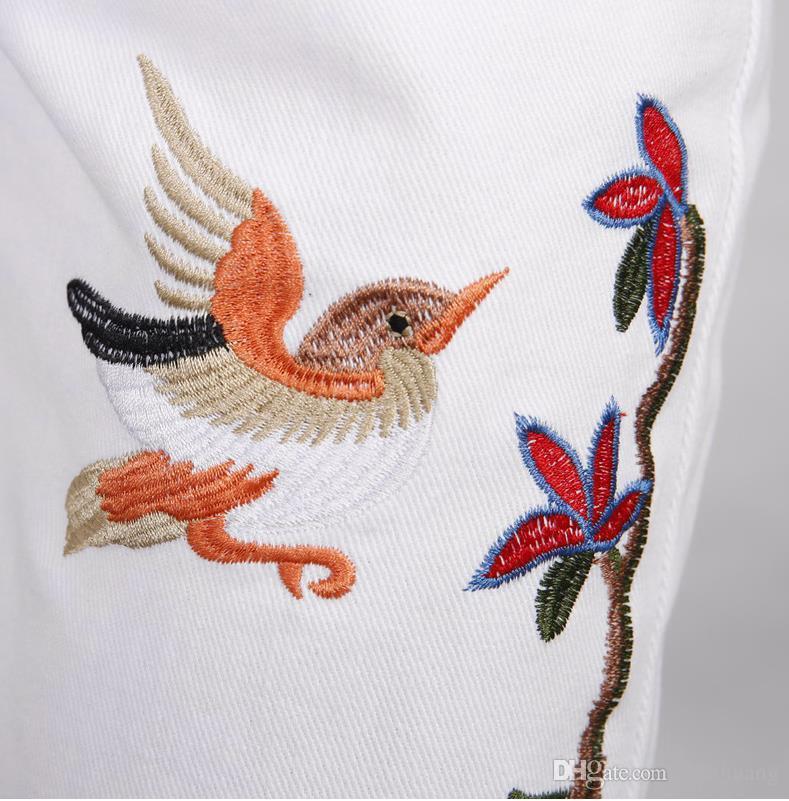 Neue Marke Männer Casual Weiß Jeans Männer Fashiom Blume und Vogel Bestickte Hosen Slim Fit Floral Patches Hosen Qualität Freies Verschiffen