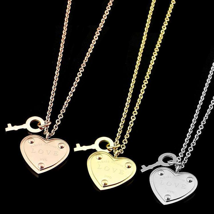 4bf2afe87fbd Compre 316L Titanio Acero Joyería T En Forma De Corazón Llave AMOR En Forma  De Corazón Collar De La Cabeza De La Cerradura 18K Oro Rosa Colgante  Femenino ...