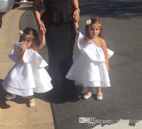 Robes de filles de fleurs mignonnes bon marché une épaule longueur de thé filles de mariage robe de reconstitution historique robe de soirée pour les