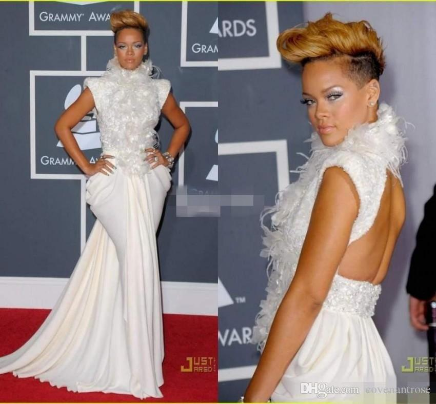 Acquista Elegante Rihanna Su Grammy Red Carpet Abiti Da Sera Mermaid  Backless High Neck Piuma Paillettes Cap Maniche Celebrity Prom Dresses A   145.73 Dal ... 7f560aafc0b