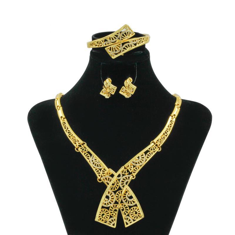 bb9d86e618ad Compre Liffly Nueva Moda Joyería De Las Mujeres Italianas De Lujo Collar De  Cristal Pendientes Dubai Joyas De Oro Establece Accesorios De Boda A  39.82  Del ...
