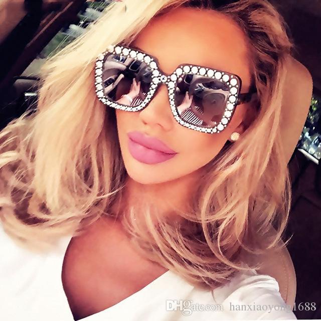 42e056e4eebec Compre Moda De Grandes Dimensões Quadrado De Luxo Sexy Mulheres Óculos De  Sol Da Marca Designer De Espelho Gradiente Rosa Preto Cristal Cat Eye  Designer De ...