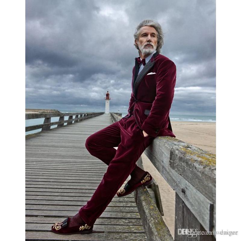 Acquista Vestito Da Uomo Slim Fit In Velluto Bordeaux 2 Pezzi Bello Smoking  Da Sposo In Smoking Abiti Da Cerimonia Da Uomo In Velluto Giacca +  Pantaloni A ... 919619707a1