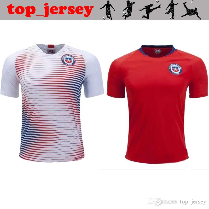 Nuevo Jersey De Fútbol De Chile 17 18 ALEXIS Home Rojo De Visitante Blanco  VALDIVIA VIDAL H.SUAZO MEDEL E.VARGAS Camiseta De Fútbol De Calidad Mundial  Chile ... bc545ad48a7cc