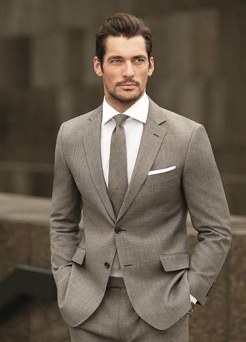 Kundenspezifische hellbraune Mann-Anzüge 2018, die dünne passende Bräutigam-Anzüge Blazer-Smokings 2 Stücke Jacke + Pants beste Mann-Abschlussball-Abnutzung Wedding sind