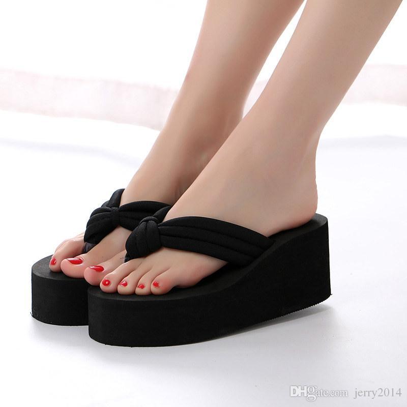 En gros chaussures de plage chaude mode d'été Muffin pantoufle à semelles épaisses Flip Flops femmes casual respirant talon compensé pantoufles plus la taille