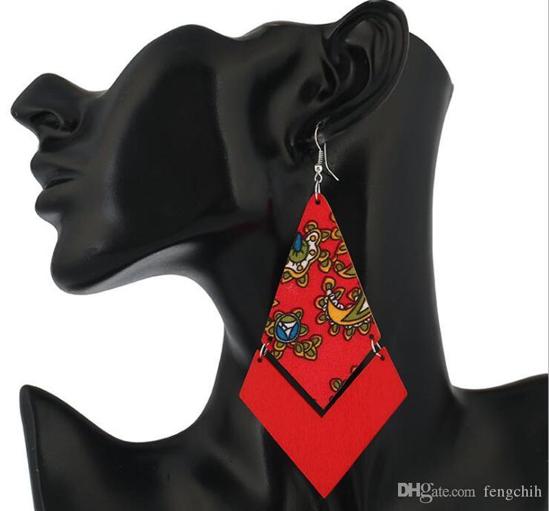Venda quente brinco Europa Estados Unidos nova orelha de madeira ornamento geométrico de madeira padrão longo nacional vento brincos retro jóias atacado
