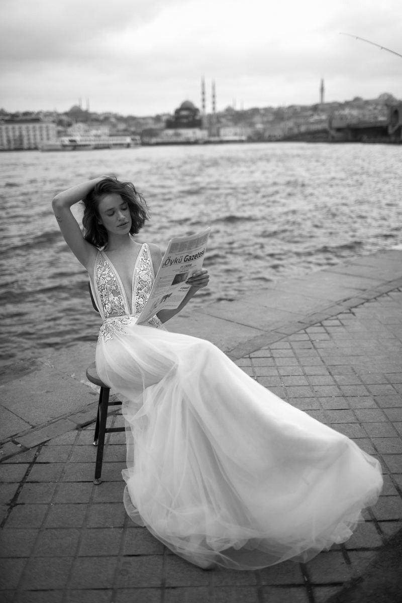 Liz Martinez 2019 Beach A Line Wedding Dresses V Neck Beaded Backless Lace Appliqued Bridal Gowns Sweep Train Boho Country Wedding Dress