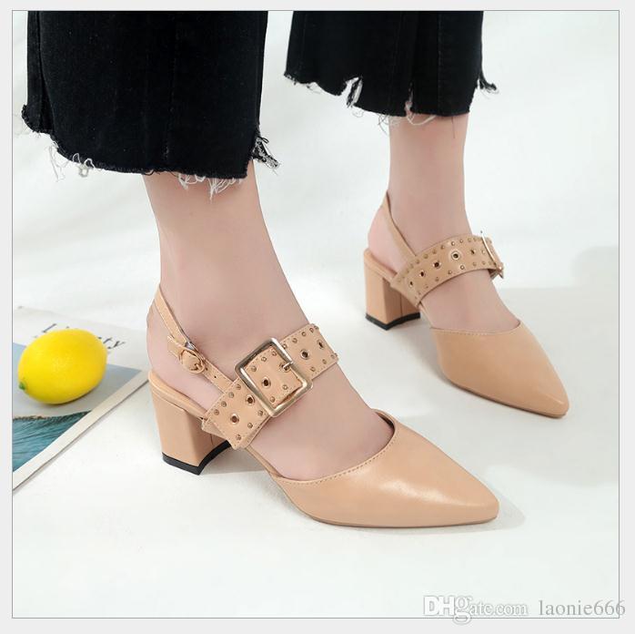 2018 été nouvelle mode sauvage pointé avec la femme avec l'Europe et les États-Unis Harajuku boucle sandales femmes