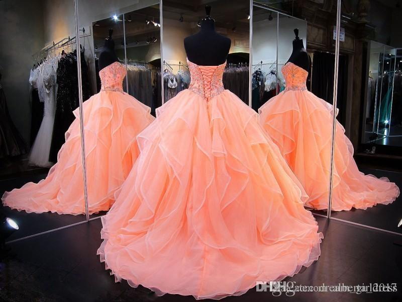 Strass moda perline Abiti Quinceanera Bling Sweetheart Neck Sweet 16 Abiti da ballo in masquerade Cristalli di organza Vestito da ragazza debuttante