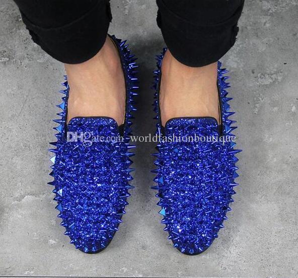 Runway Fashion Top Quality Red Sole Uomo Scarpe Blu Paillettes Spikes Mocassini da uomo Rivetti Scarpe casual Scarpe da uomo Appartamenti in pelle scamosciata