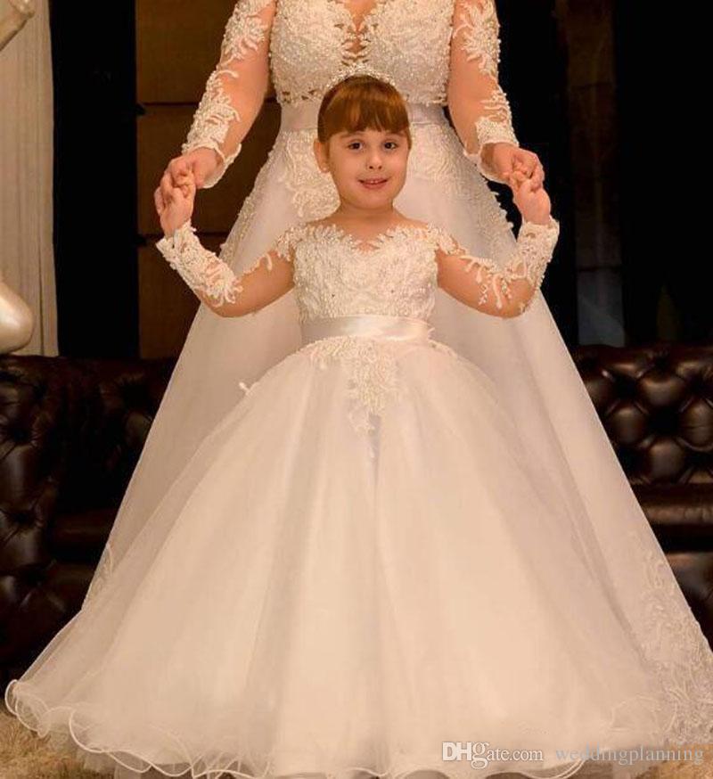 Ballkleid Lange Ärmel Blumenmädchenkleider 2018 Spitze Perlen Backless Kinder Hochzeitskleid Vintage Kleines Mädchen Pageant Kleider Sheer Hals