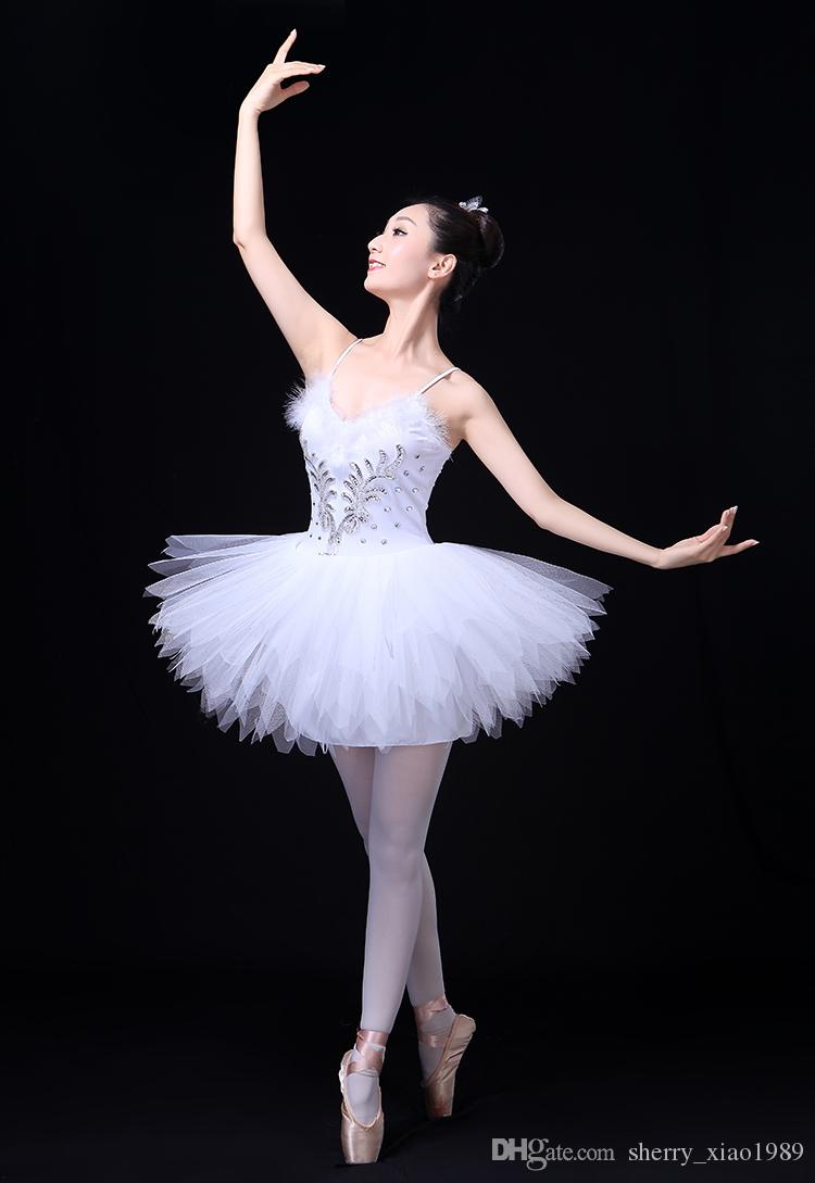 c83015c2d7 Compre Adulto Profissional Branco Cisne Lago Ballet Tutu Traje Meninas  Bailarina Dress Ballet Dress Dancewear Vestido De Dança Para As Mulheres  Preto De ...