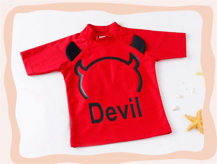 Moda Boys Yüzmek Beachwear Şeytan Desen Boy Yüzme Takım Elbise Set Tops + Pantolon + Şapka 3 adet set Sıcak Bahar Yüzmek Giysileri boys Için Kırmızı A9145