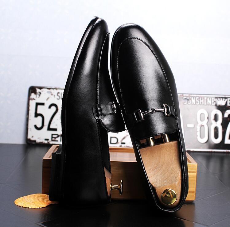 2018 Yeni Lüks erkek Moda Rahat Ayakkabılar Altın kırmızı Glitter Eğlence Perçinler üzerinde Kayma Loafer'lar Ayakkabı Adam Parti Ayıklaya ...