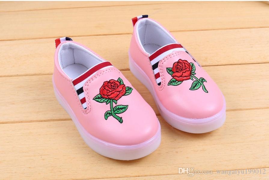 Frühling und Herbst neue Jungen und Mädchen beleuchtete Kampagne Kinder Schuhe Studenten Baby Kinder bunte Lichter Schuhe