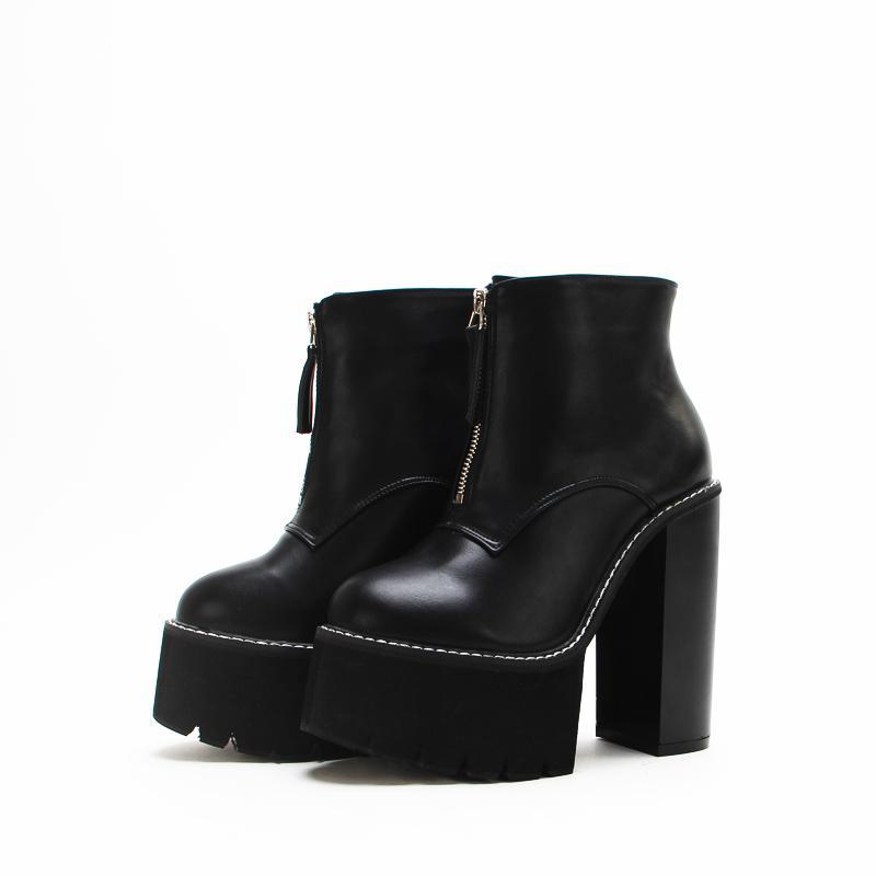Großhandel Neueste Stiefeletten Sexy Mode Plattform Kurze Stiefel Runde  Kappe Martin Stiefel Frühling Herbst Frauen Schwarz Platz Heels Schuhe Von  ... 1b546eefb7