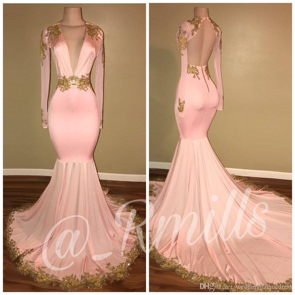 2019 Modest Sexy Open Back Blush Rosa Prom Dresses Sirena Deep V Neck Maniche lunghe Oro Appliques Sweep Train Abiti da sera Custom Made