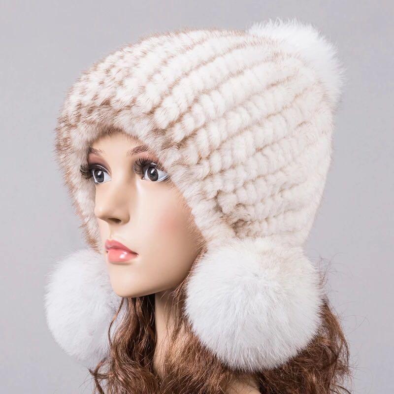 bf70c0e18c0b Sombrero natural para mujeres de invierno de punto orejeras de piel de  otoño sombreros de piel caliente pom pom beanies beige azul rosa 10 colores  ...