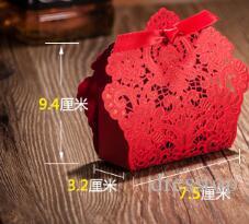 2018 Nuevo 50 unids Láser Corte Favores de La Boda China Característica Caja de Dulces Favores de La Boda Patrón de Flores de Color Rojo Caja de Regalo Decoración de La Boda