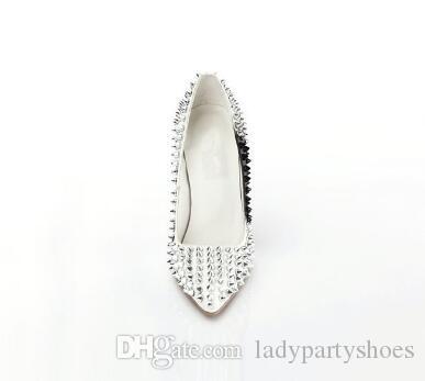 2018 Sliver Studded Rebites Sapatos De Salto Alto Mulheres Sapatos Estilo Kim Kardashian Sapatos De Casamento De Noiva Sexy Apontou Toe Mulheres Bombas
