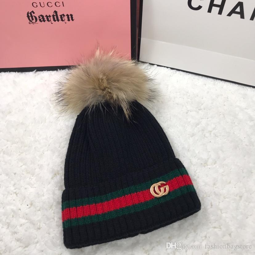 Compre 2019 Top Quality Outono E Inverno Chapéu Chapéu Quente Chapéu De  Malha Personalizado Bordado Gorro Macio De Fashionbagstore ffbbf98e114