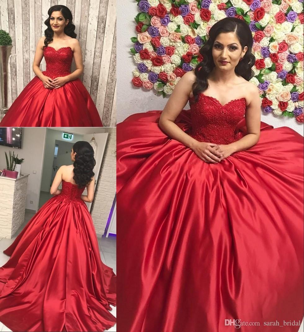 a243e54690 Compre Rojo Satinado Dulce 16 Vestidos De Quinceañera 2018 Vestido De Bola  Corsé De Encaje Con Cuentas De Más Tamaño Barato Árabe Vestidos 15 Anos  Desfile ...